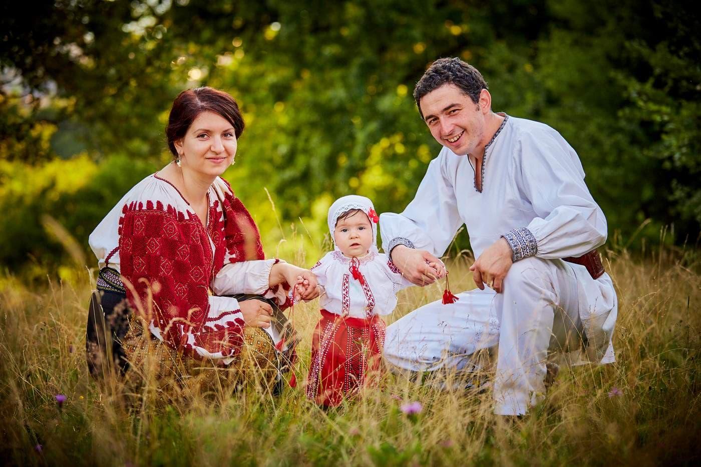 Familie in costum popular