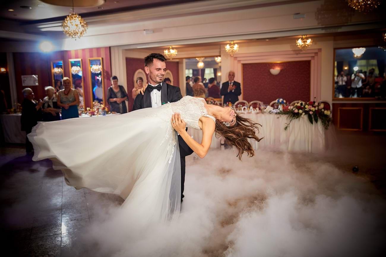 dansul mirilor gheata carbonica Grand Restaurant Brasov