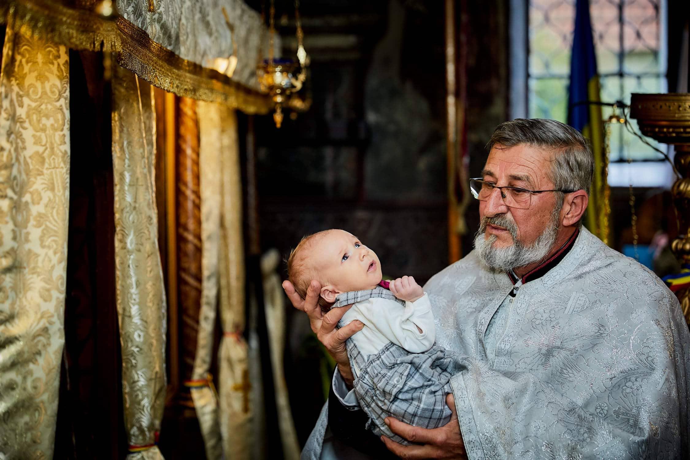 Fotograf botez Codlea - fotografii de la biserica